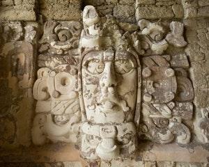 Visita guiada a Dzibanché y Kohunlich con Experiencia Comida Maya